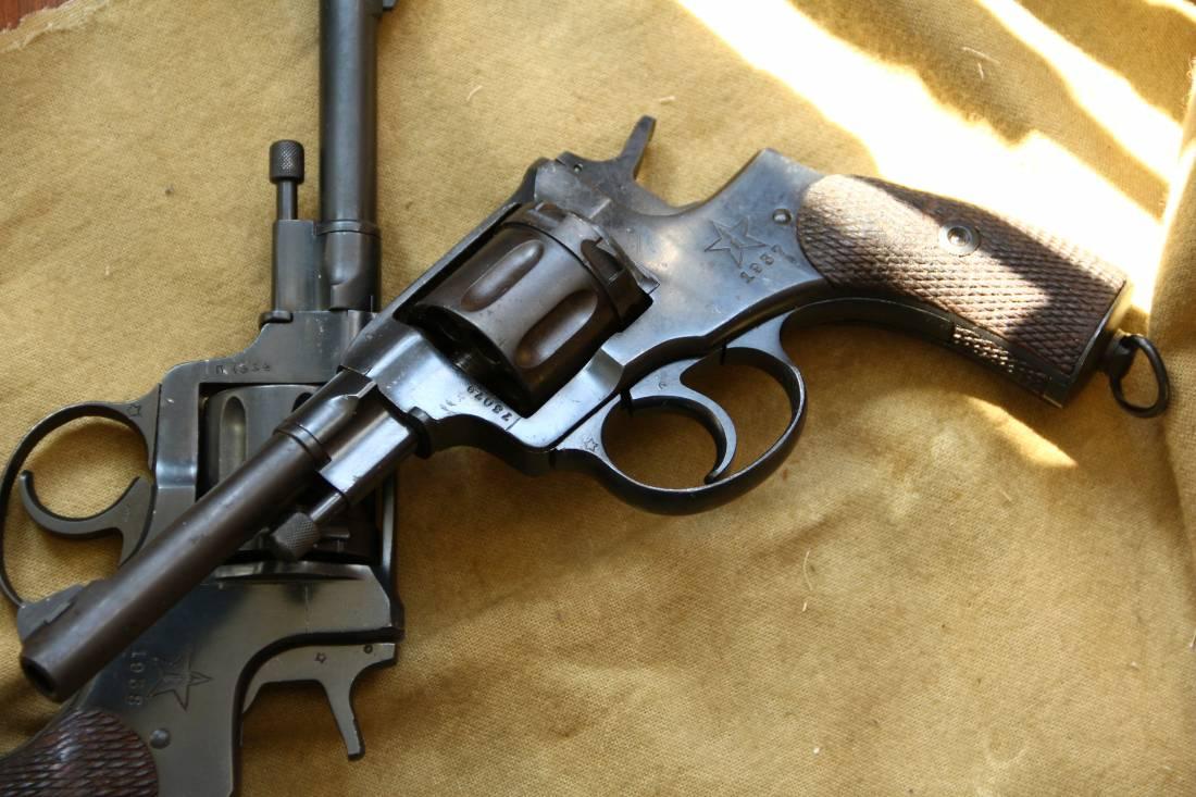 Фото Револьвер Наган 1937 года №73079, расстрельный год