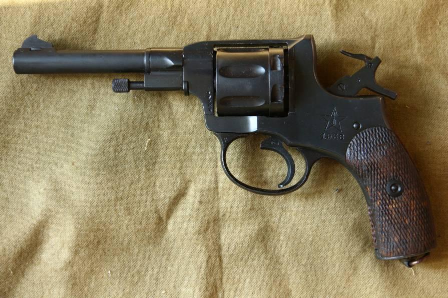 Фото Револьвер Наган 1938 года №ВХ445, расстрельный год