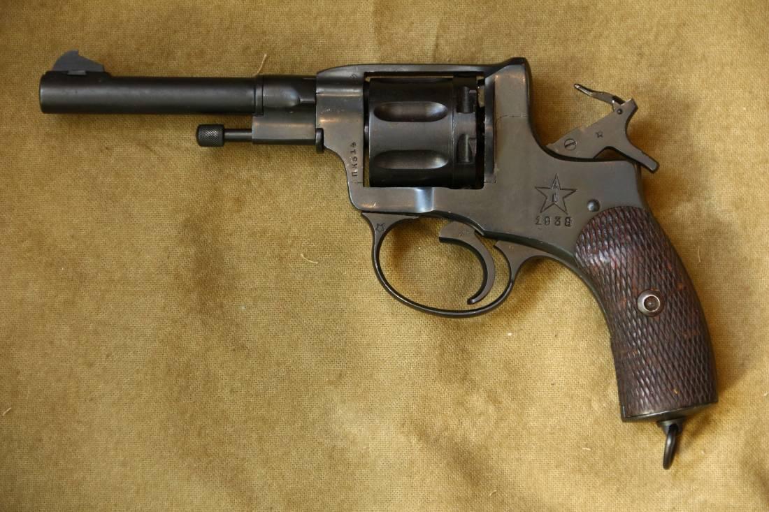 Фото Револьвер Наган 1938 года №ПК514, расстрельный год