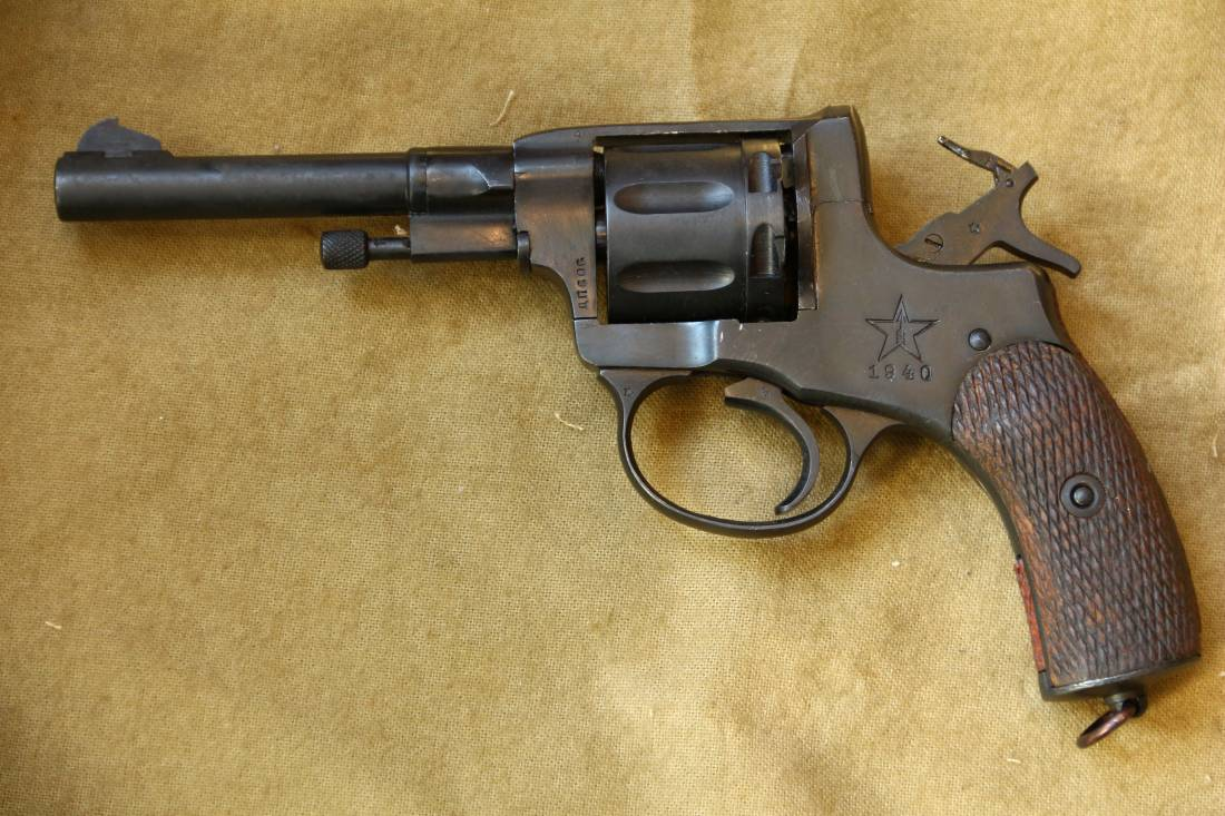 Фото Револьвер Наган 1940 года №ДП606