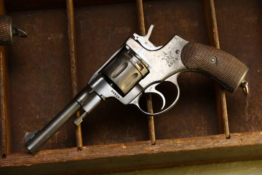 Фото Револьвер Наган 1939 года №ЖБ498