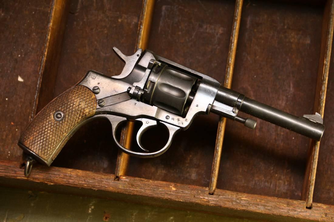 Фото Револьвер Наган 1944 года №РГ935