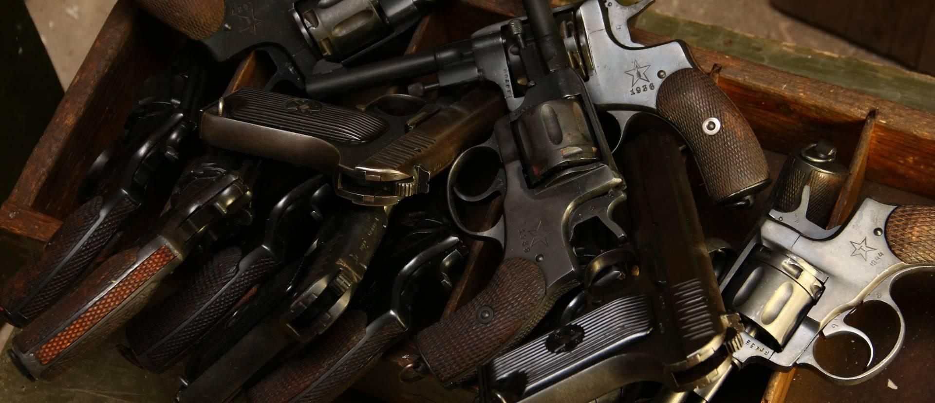 Антикварная оружейная лавка