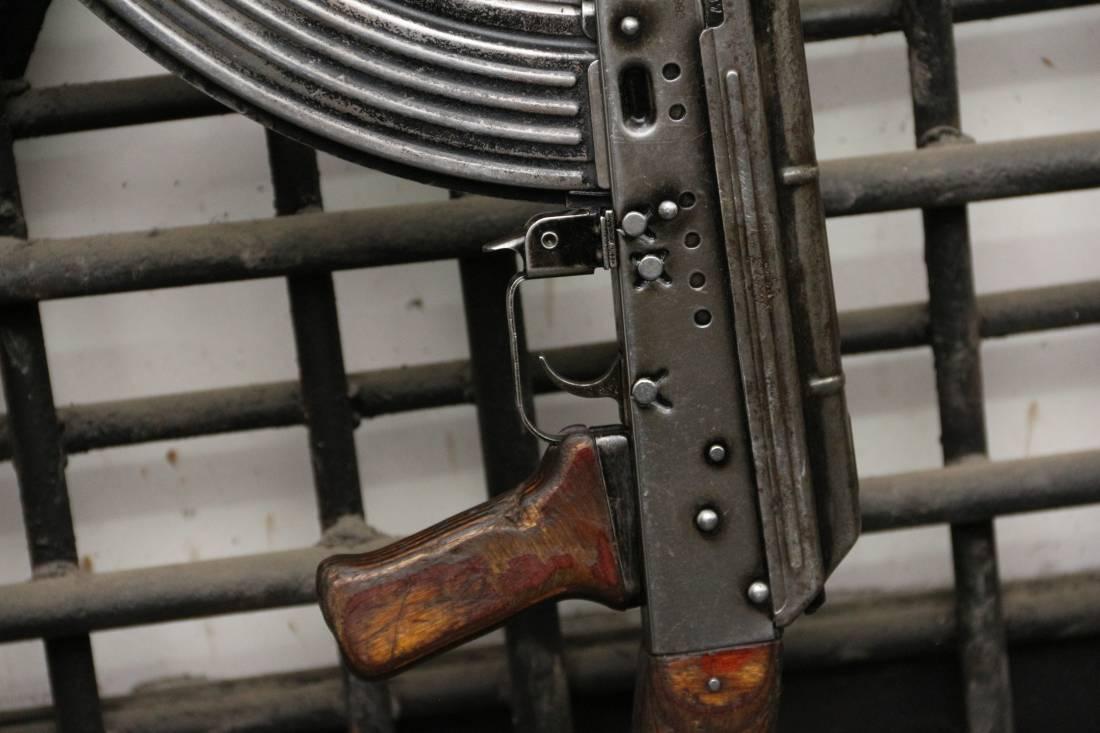 Фото Охолощенный автомат Калашникова «АКМ» 1963 года №КМ0907 в армейской родне