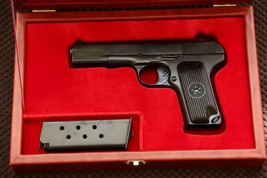 Фото Пистолет ТТ 1951 года в подарочном варианте