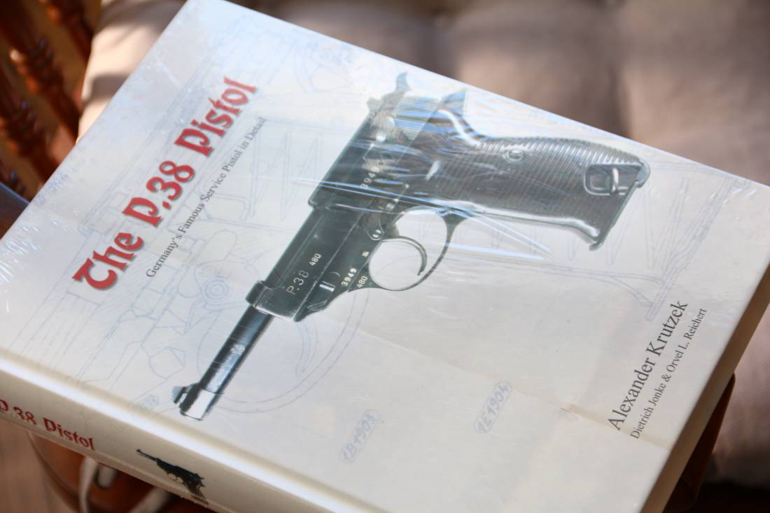Фото Справочник «The P.38 Pistol» Alexander Krutzek
