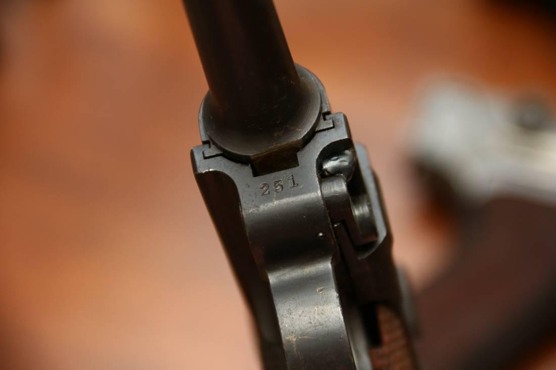 Фото Пистолет Люгер Парабеллум P-08 #251 1921 года с предохранителем «Шиви»