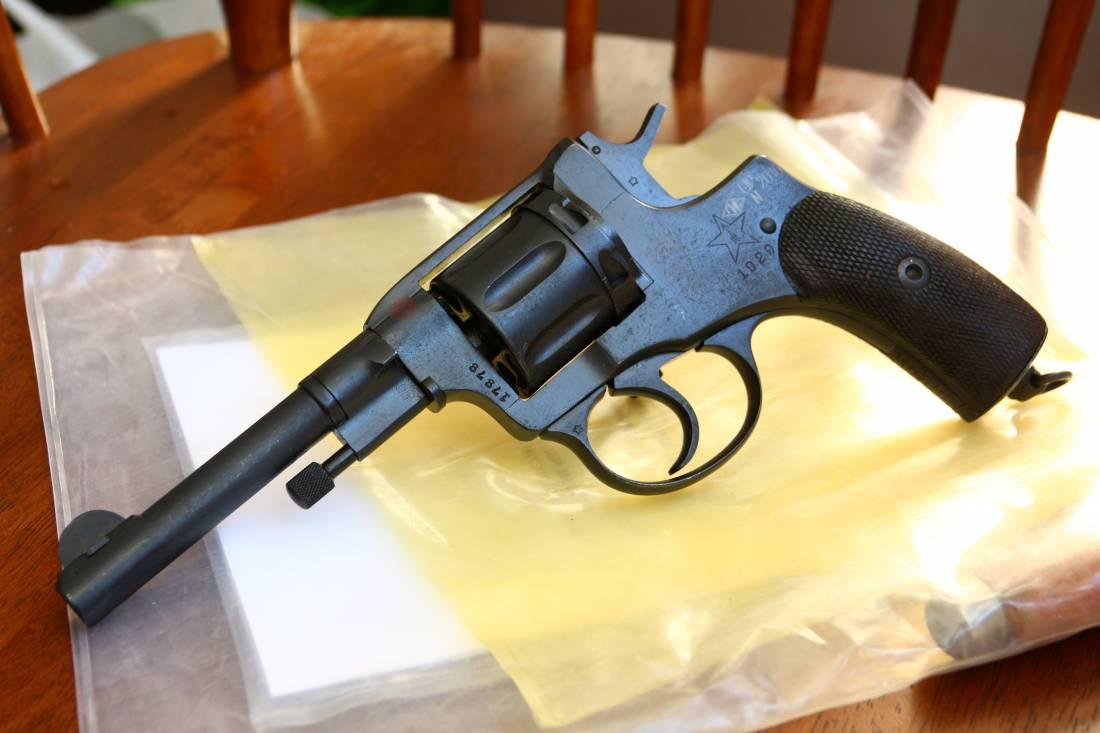 Фото Охолощенный револьвер Наган 1929 год №17878, в «родне»