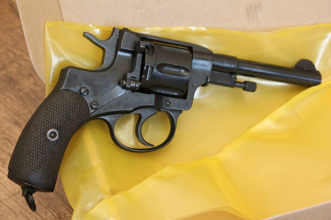 Фото Охолощенный царский револьвер Наган 1912 года, №61185