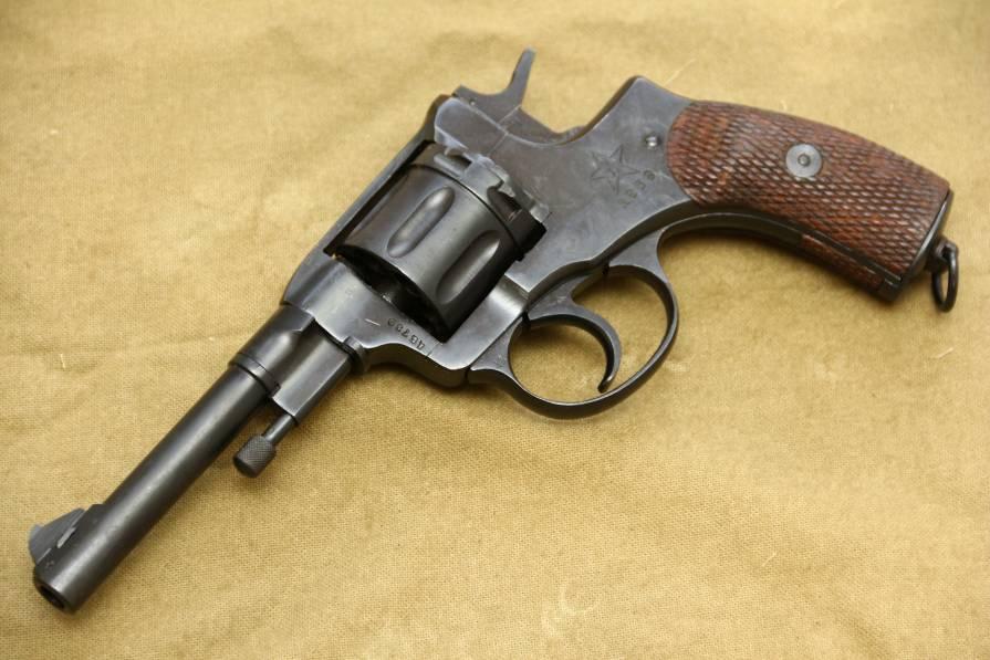 Фото Револьвер Наган 1939 года №ДВ739