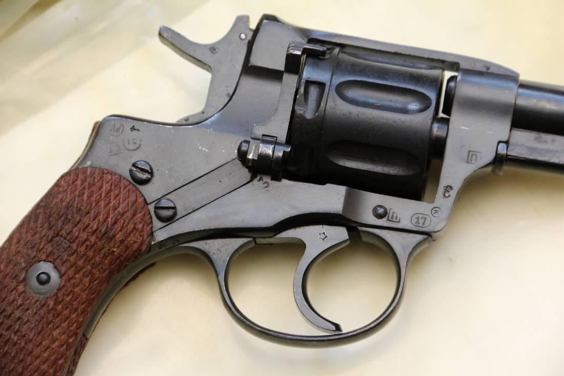Фото Револьвер Наган с клеймом завода ТОЗ