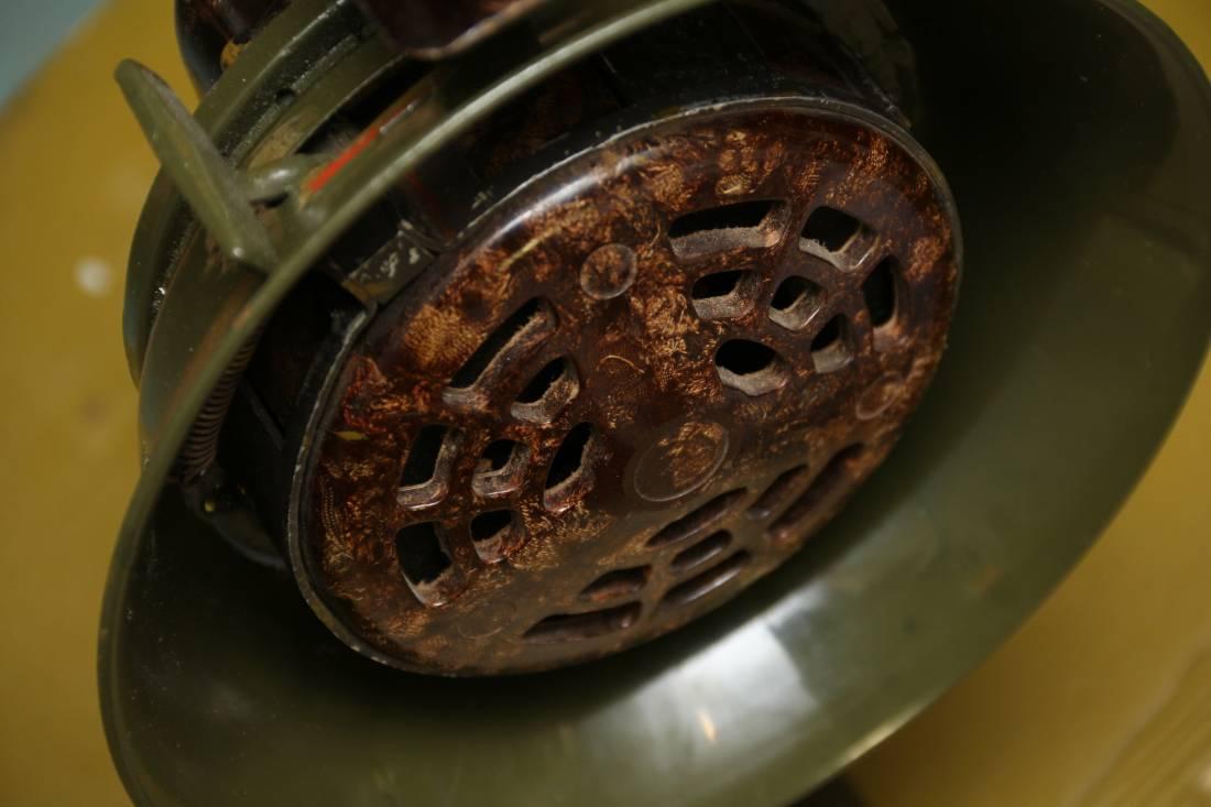 Фото Немецкая военная ручная сирена тревоги, 1940 год, склад