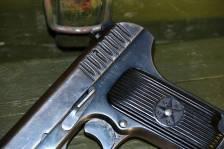 Охолощенный советский пистолет ТТ 1936 года №43814 «в родне»