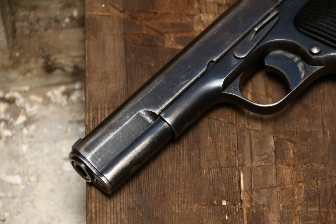 Фото Охолощенный советский пистолет ТТ 1936 года №43814 «в родне»