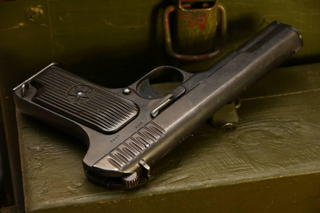 Фото Охолощенный советский пистолет ТТ 1936 года №832
