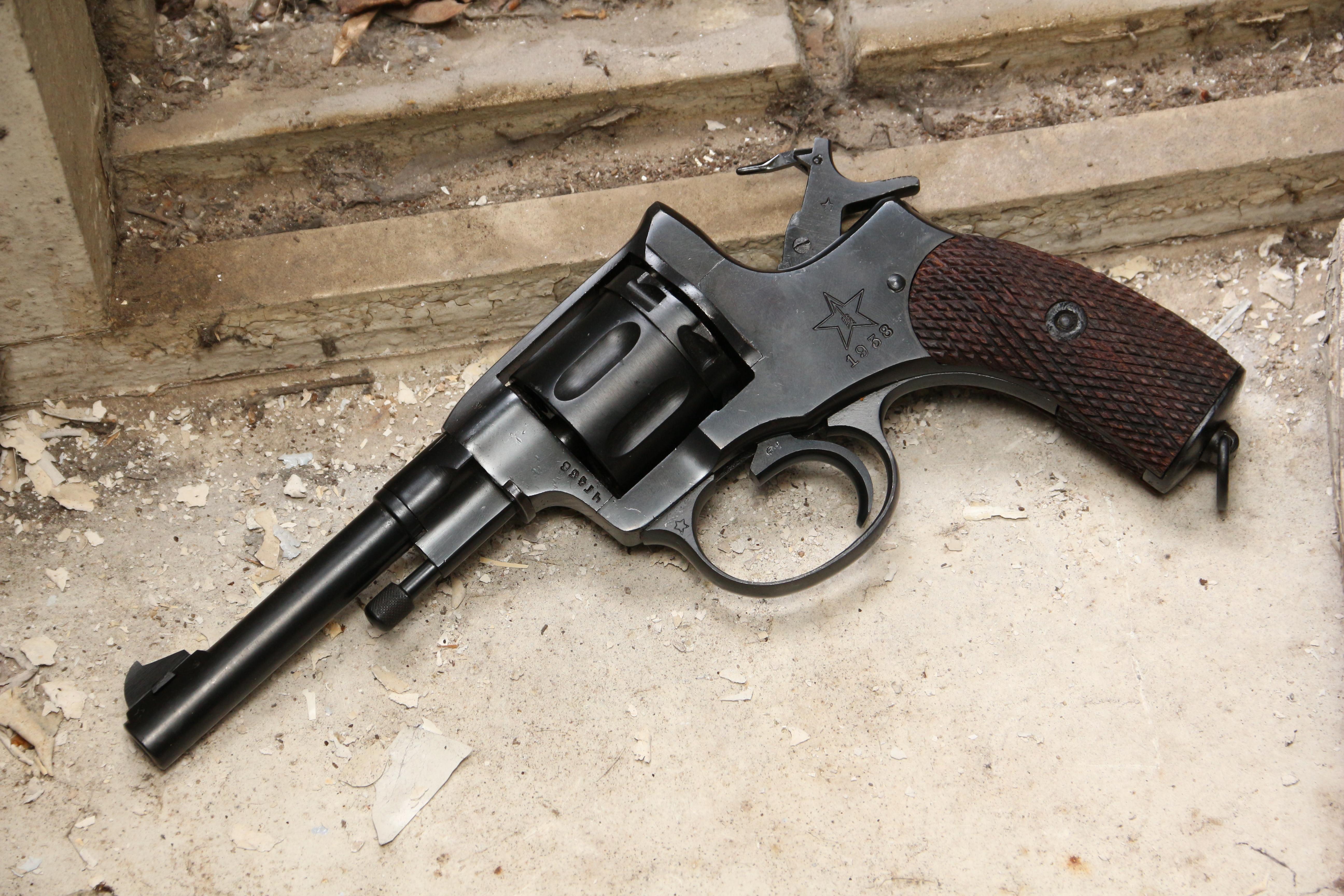 Фото Револьвер Наган 1938 года №ЧГ436