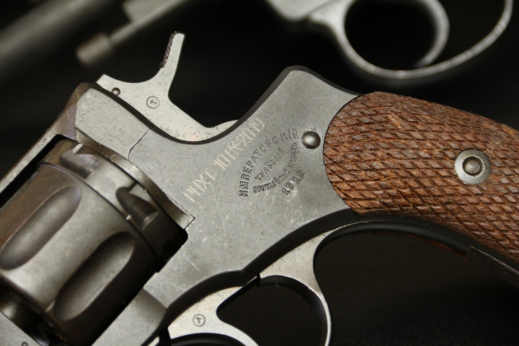 Охолощенный револьвер Наган 1912 года №8173, царский