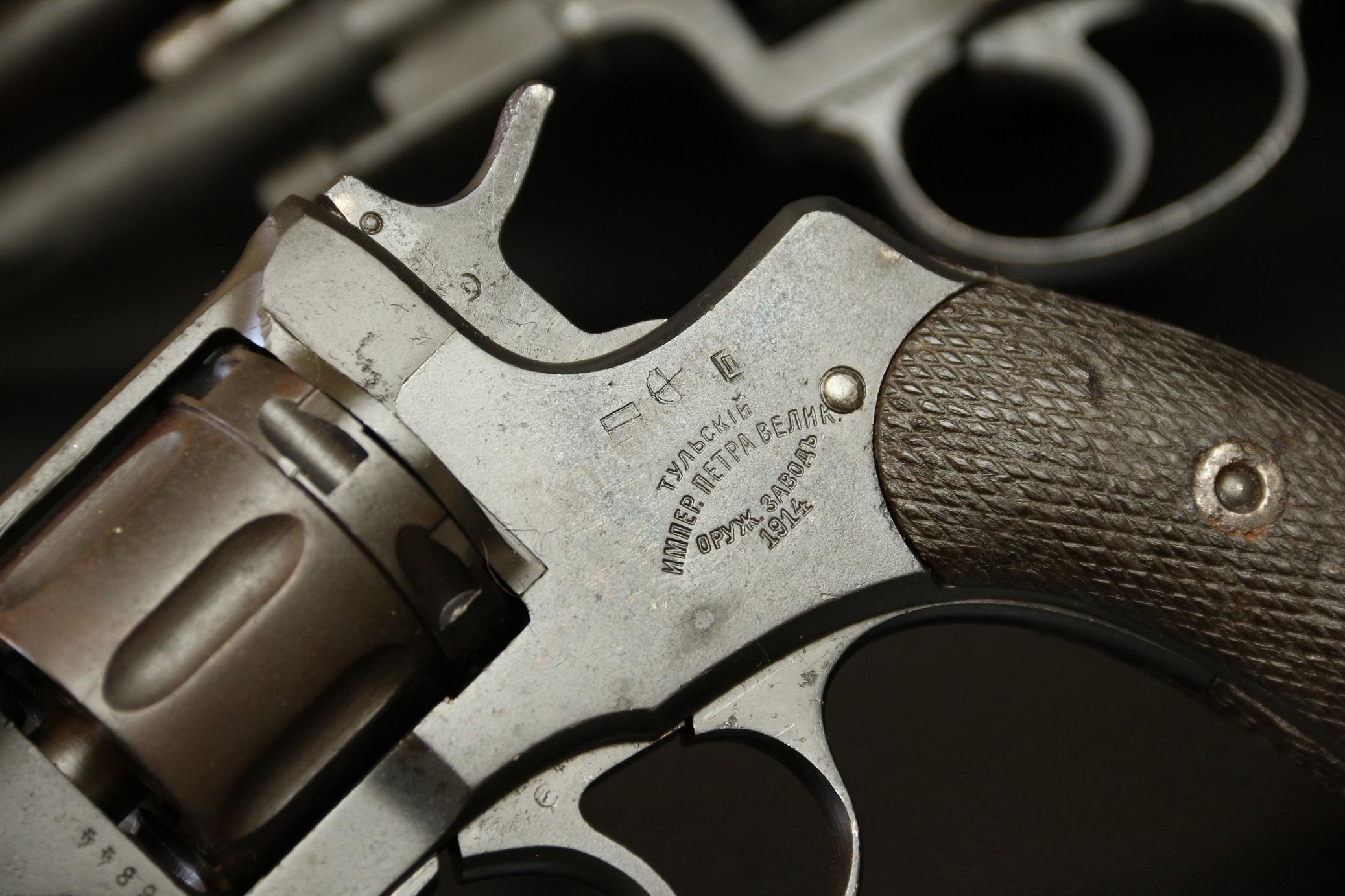 Охолощенный револьвер Наган 1914 года №46844, царский, интересный