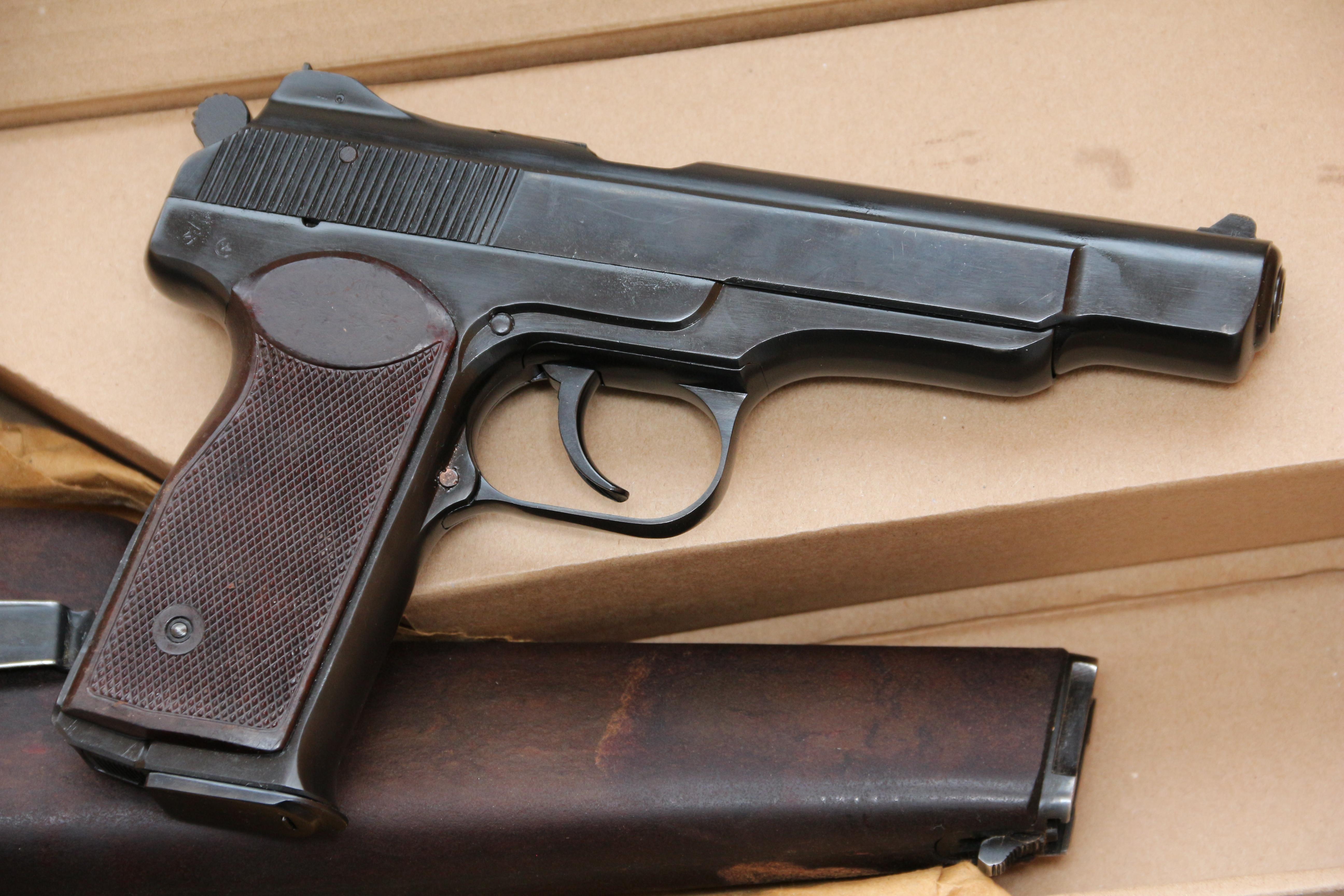 Фото Охолощенный пистолет Стечкина 1957 год, №ГН327И, коллекционное состояние