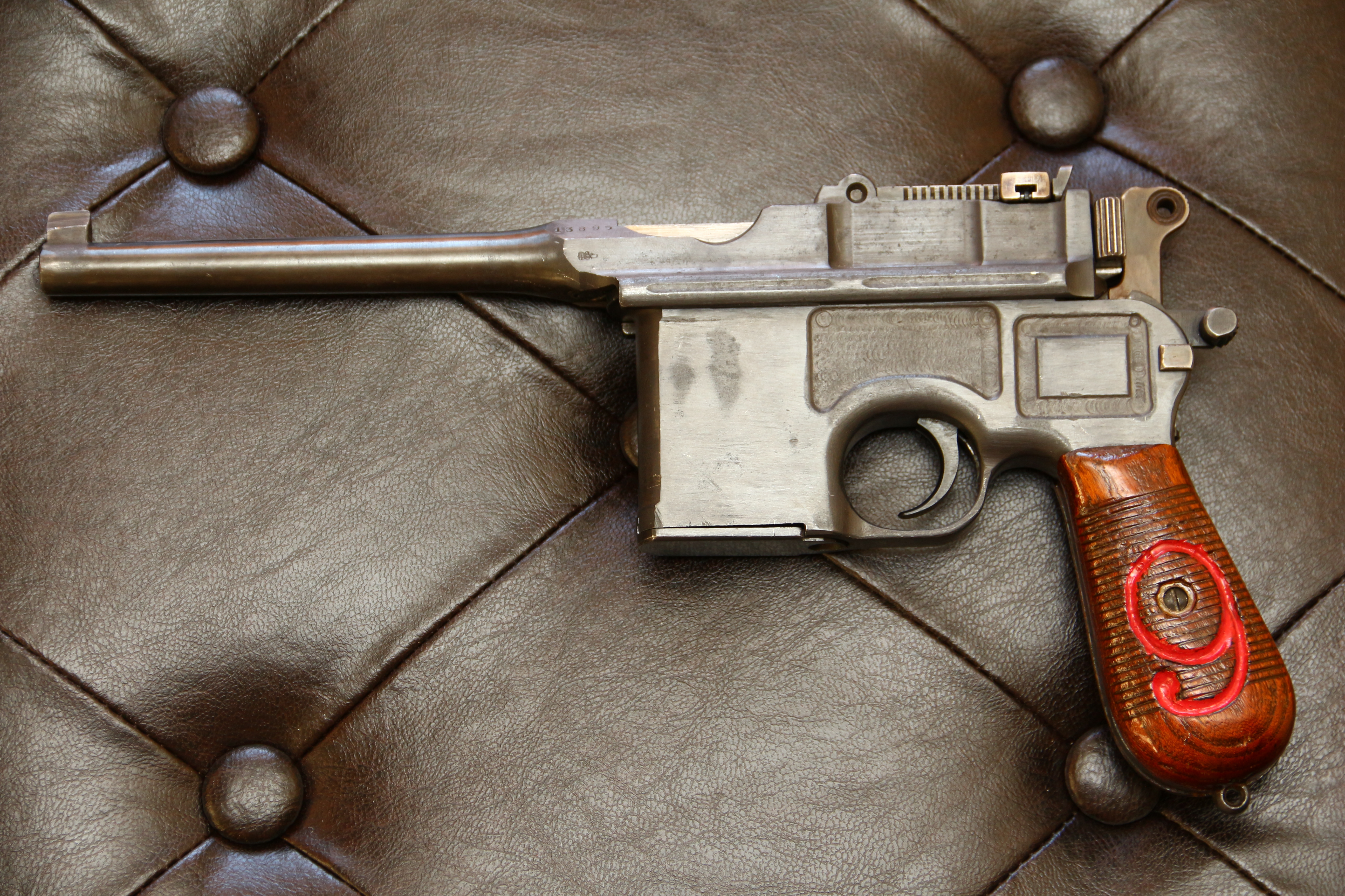 Фото Mauser C-96, красная девятка, отличный деактив