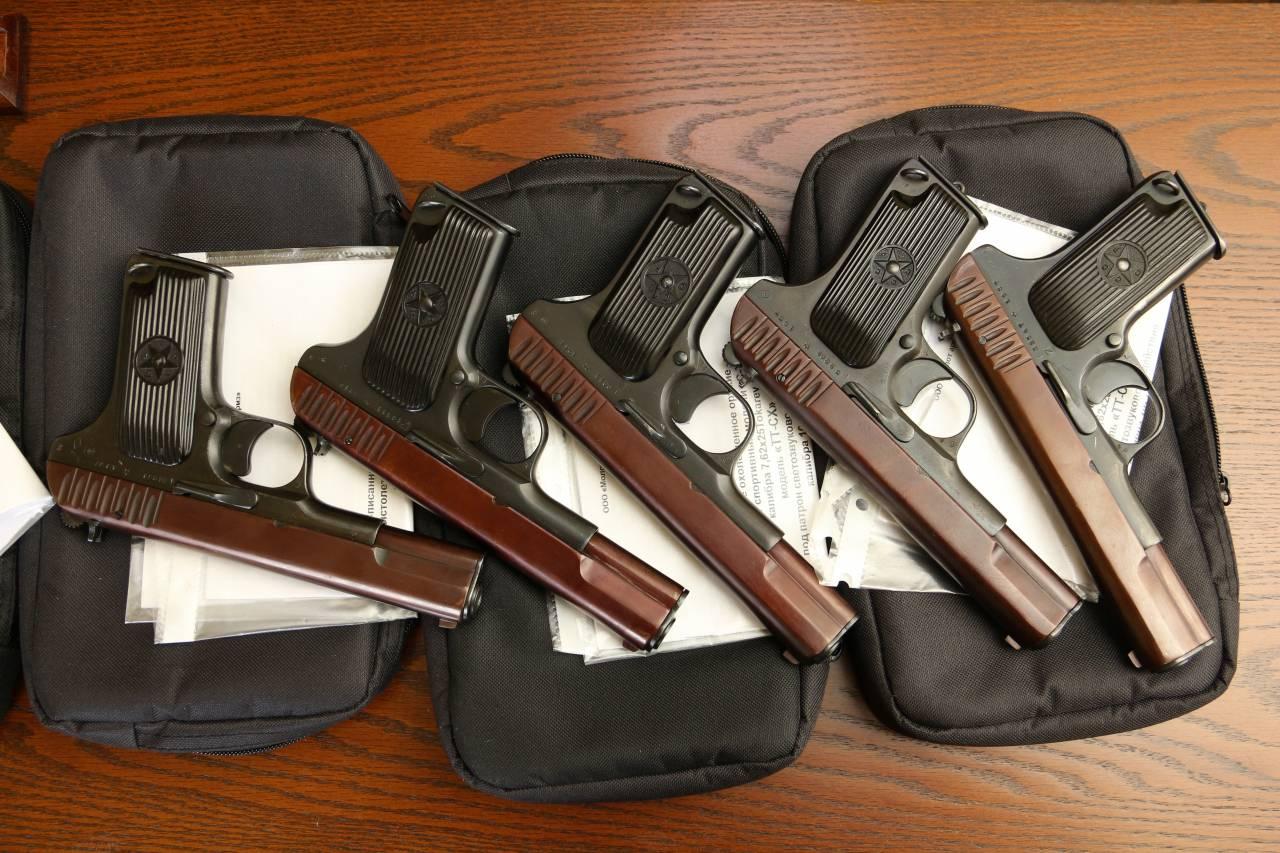 Пистолеты ТТ с красными затворами