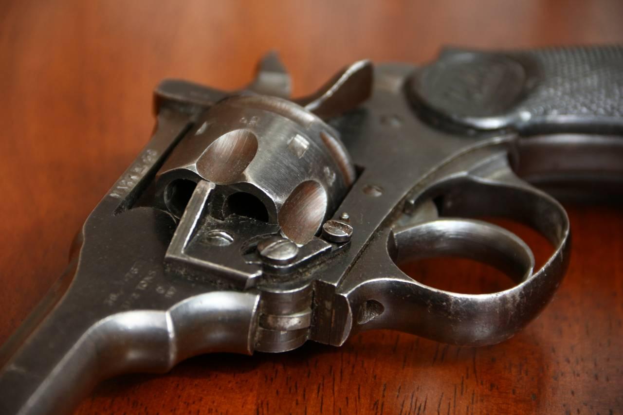 Револьвер Webley Mark IV.38