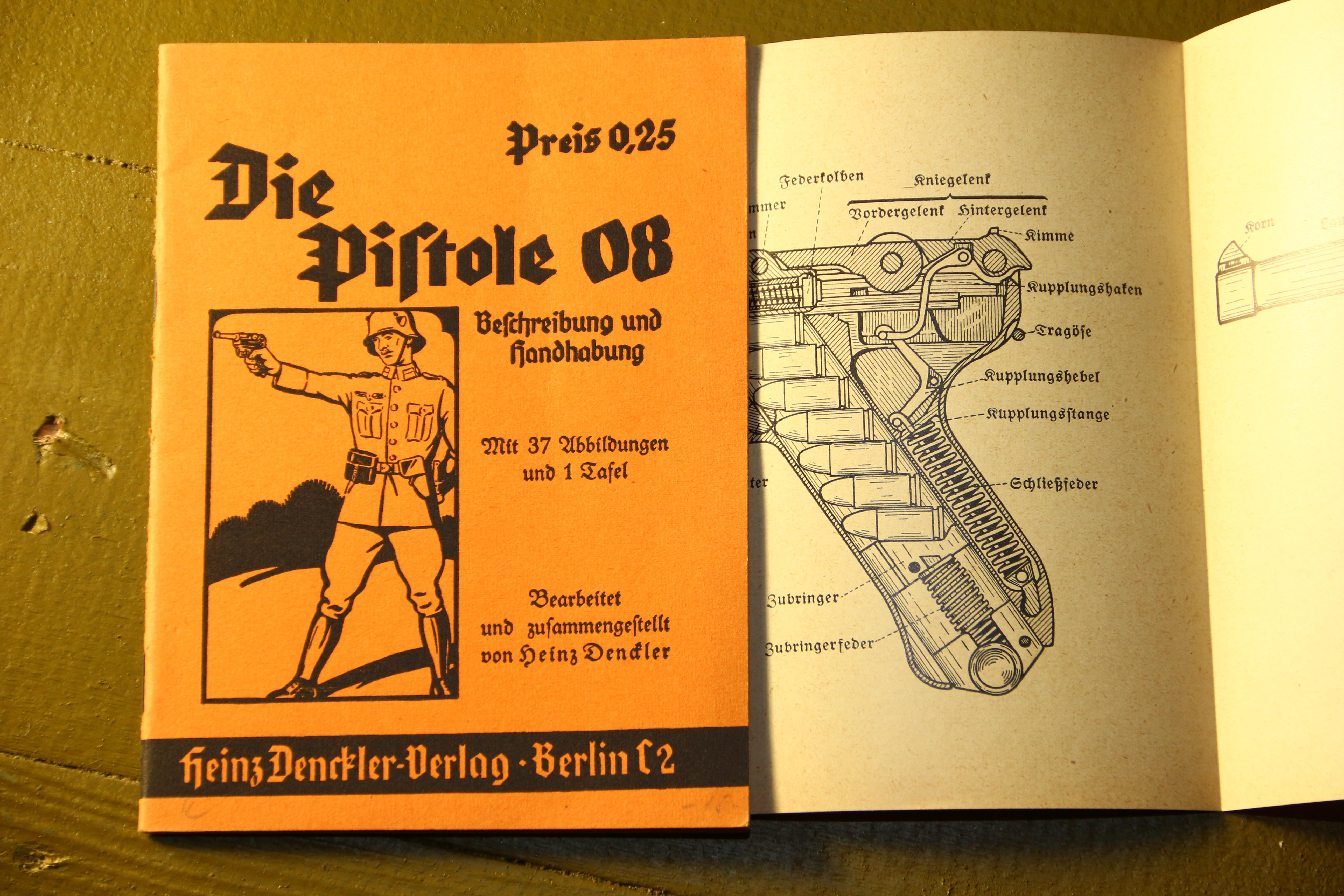 Фото Книжка к пистолету Parabellum P08 «Die Pistole 08»