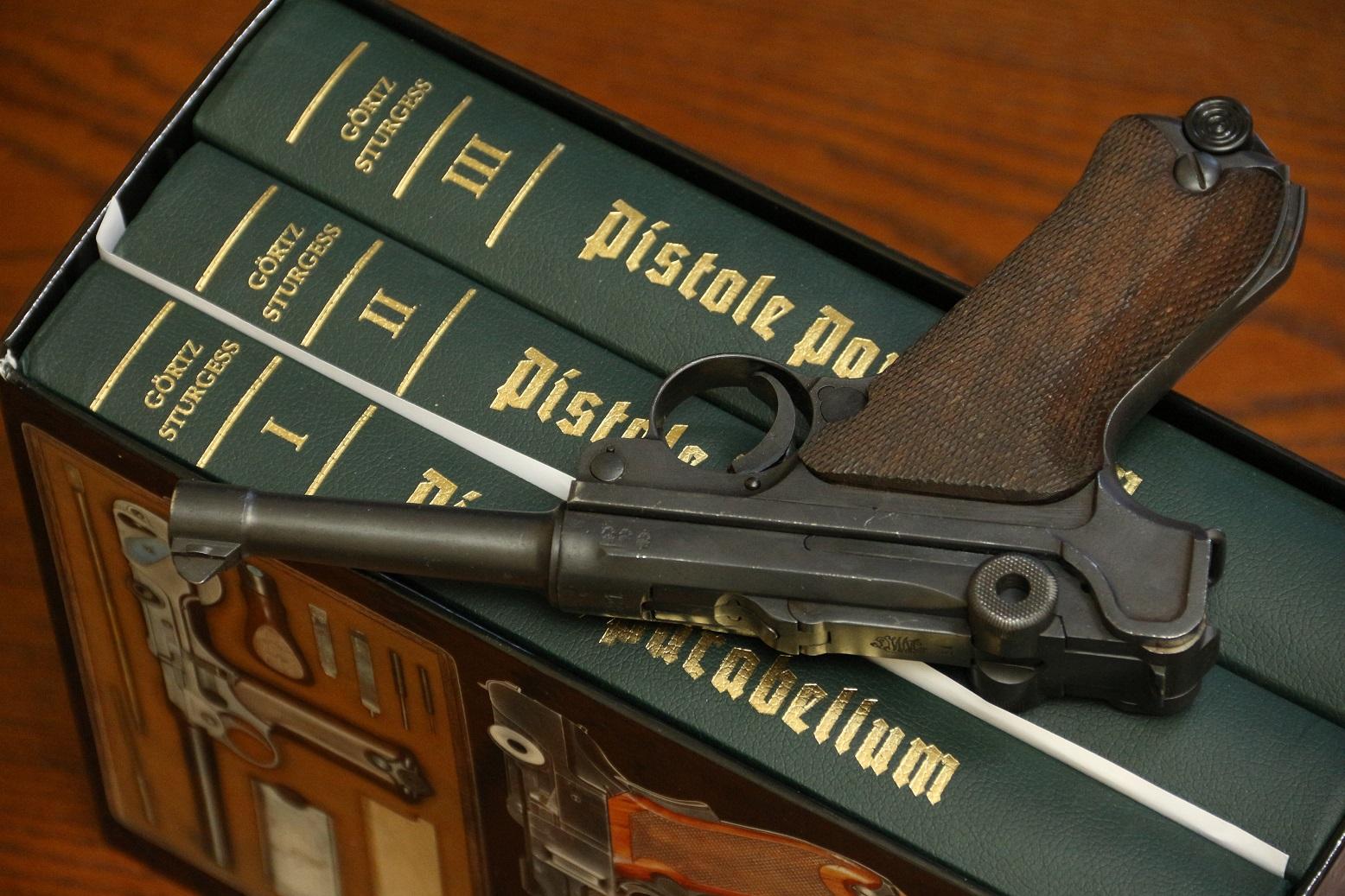 Фото Книга-справочник по пистолетам Парабеллум, трилогия