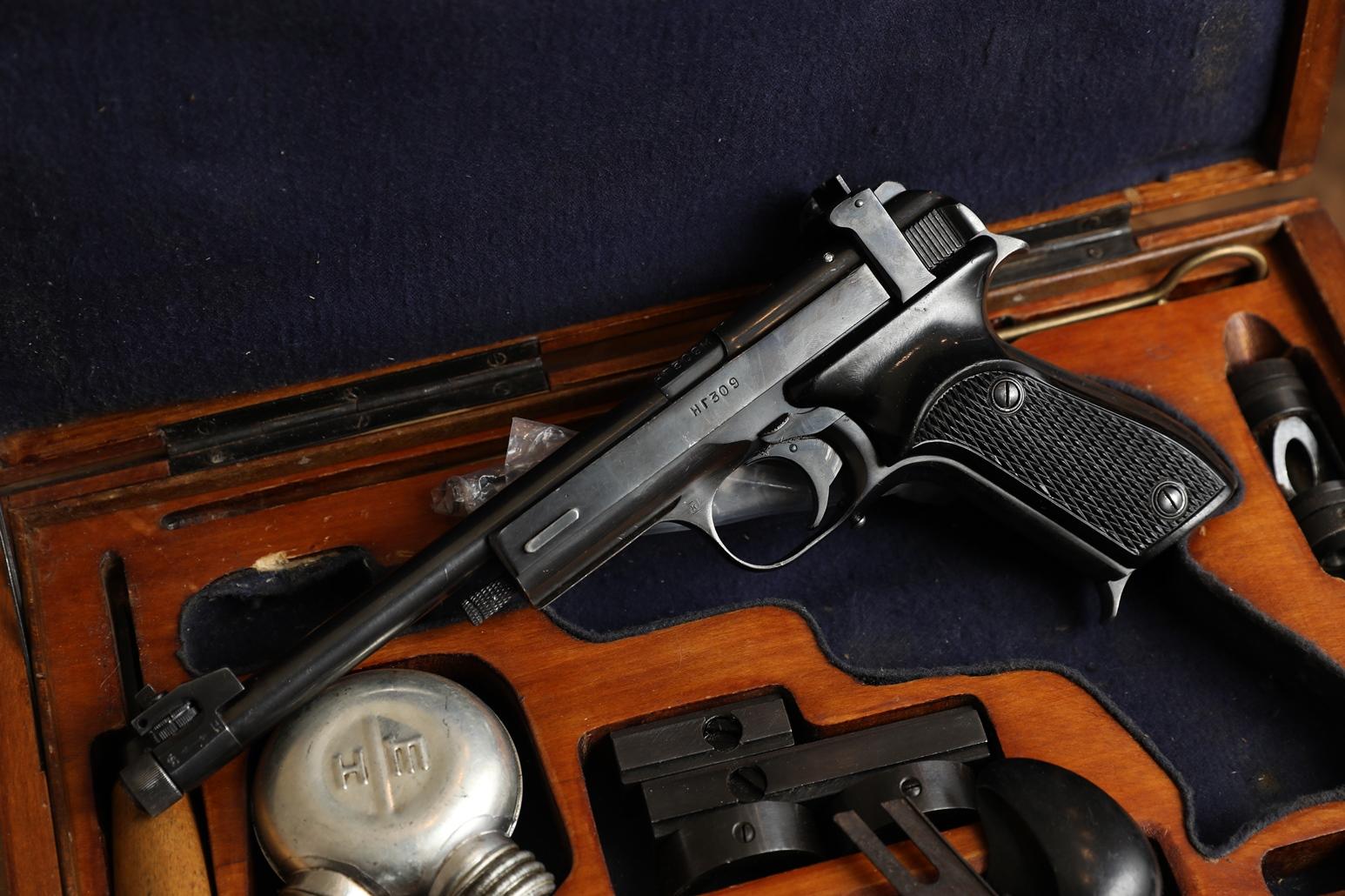Фото Охолощенный пистолет Марголин 1960 года №НГ 309М, коллекционный комплект