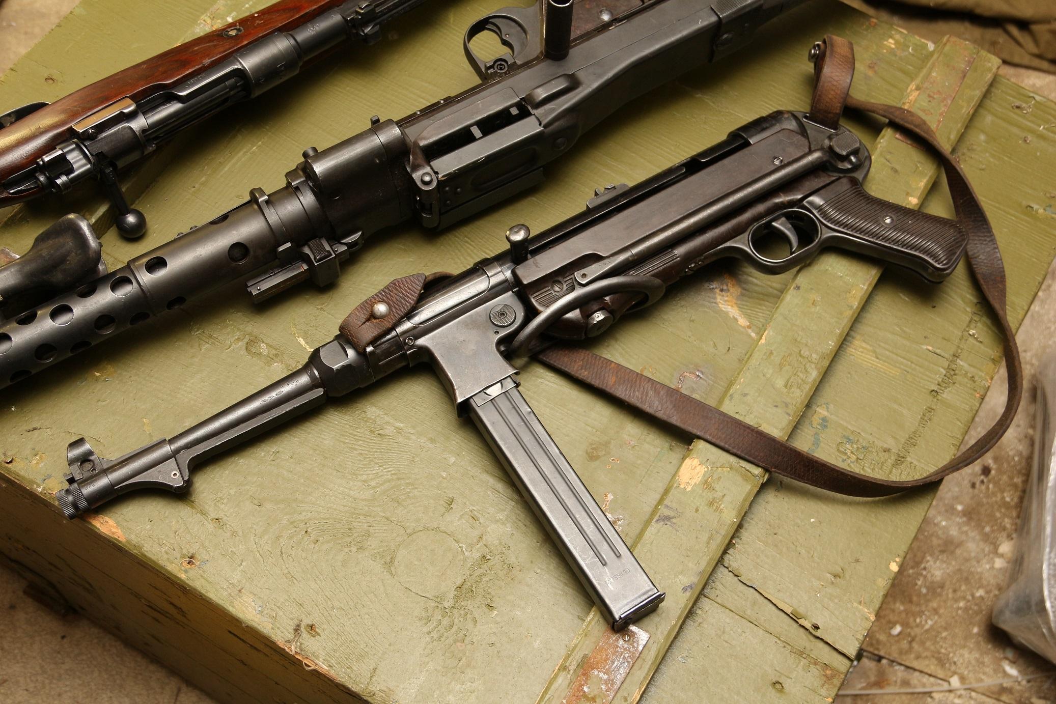 Немецкий пистолет-пулемет MP40 завод 660 Steyr-Daimler Puch, Steyr, Austria, 1940 год #4356