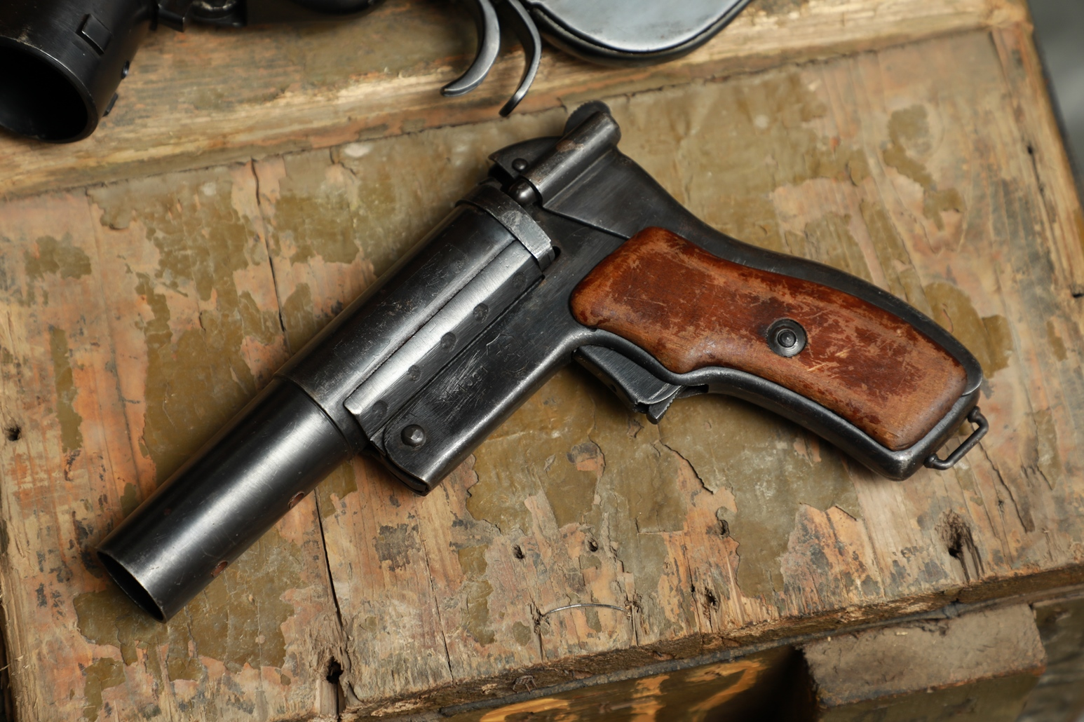 Фото Опытный сигнальный пистолет СПШ-44 №ММ391, с пружинами снижения отдачи