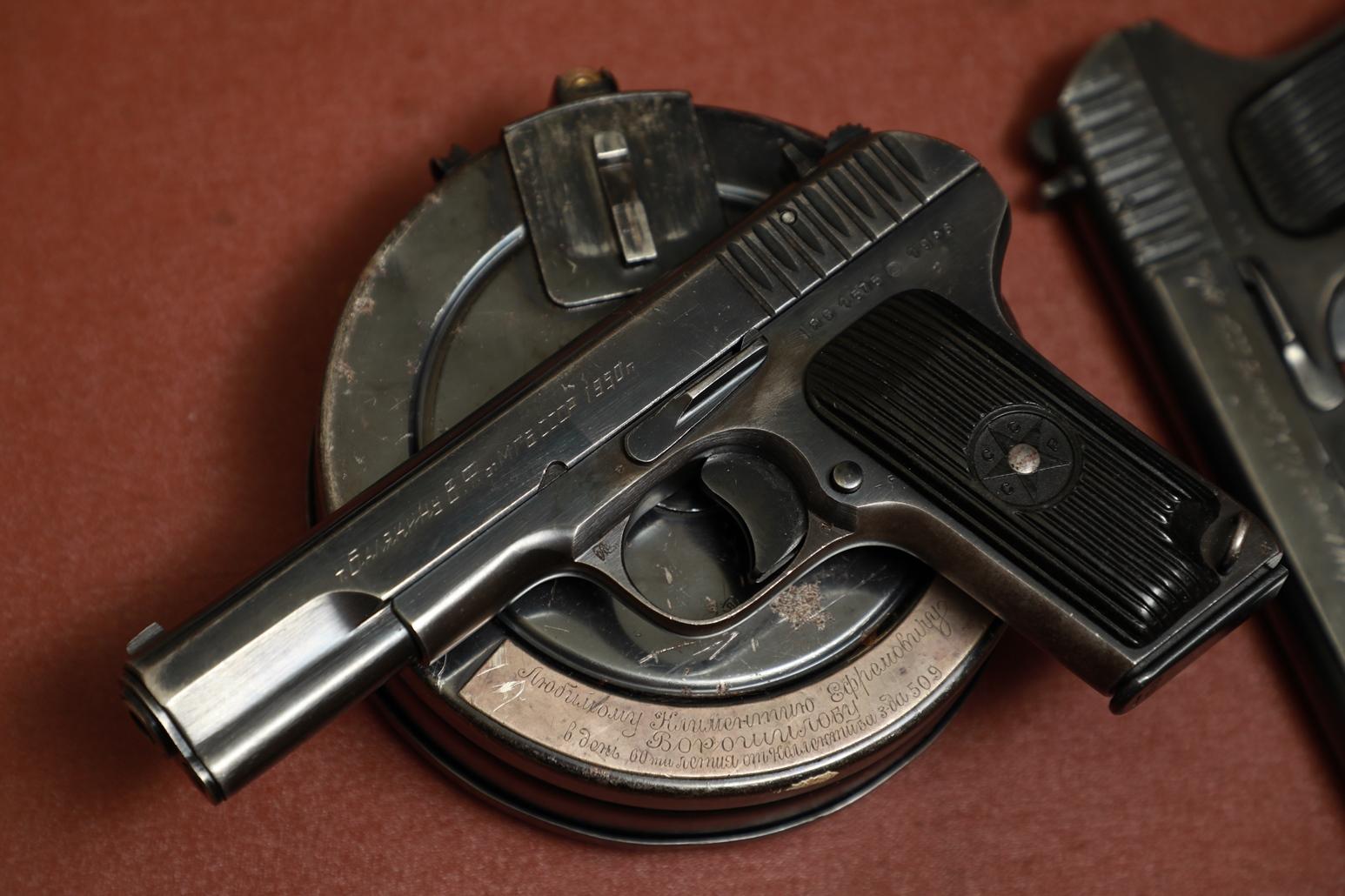 Фото Наградной пистолет ТТ 1946 года №ЯБ1575, принадлежал Балякину Василию Филипповичу