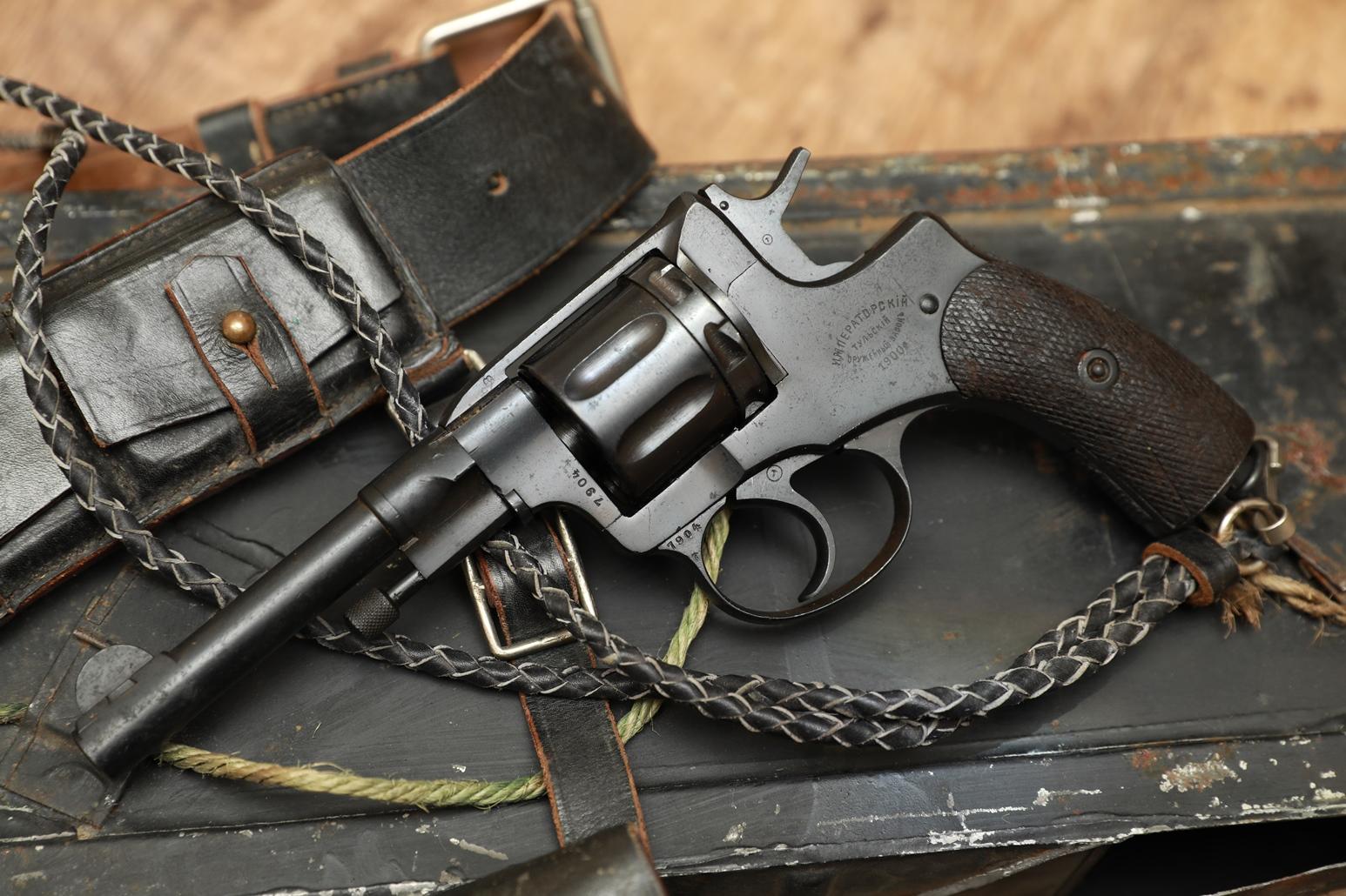 Фото Охолощенный царский револьвер Наган 1900 года, №7904, 95% родной сбор