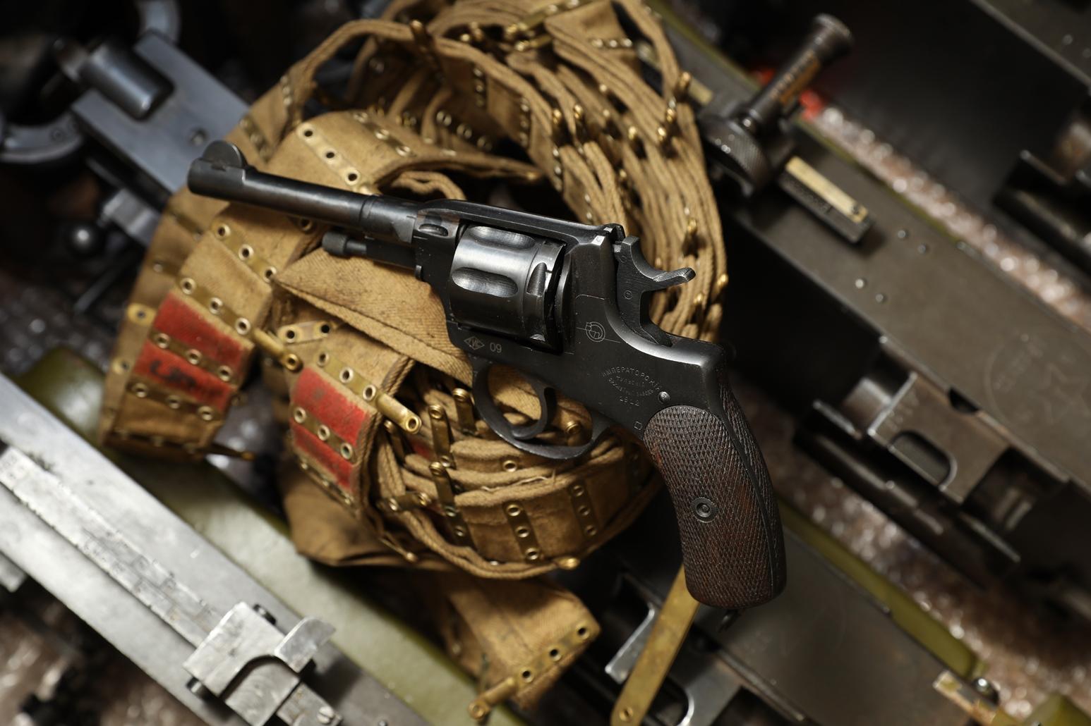 Сигнальный револьвер Наган Блеф 1912 года №42702, полковое клеймо: М.G.K.L J R № 27