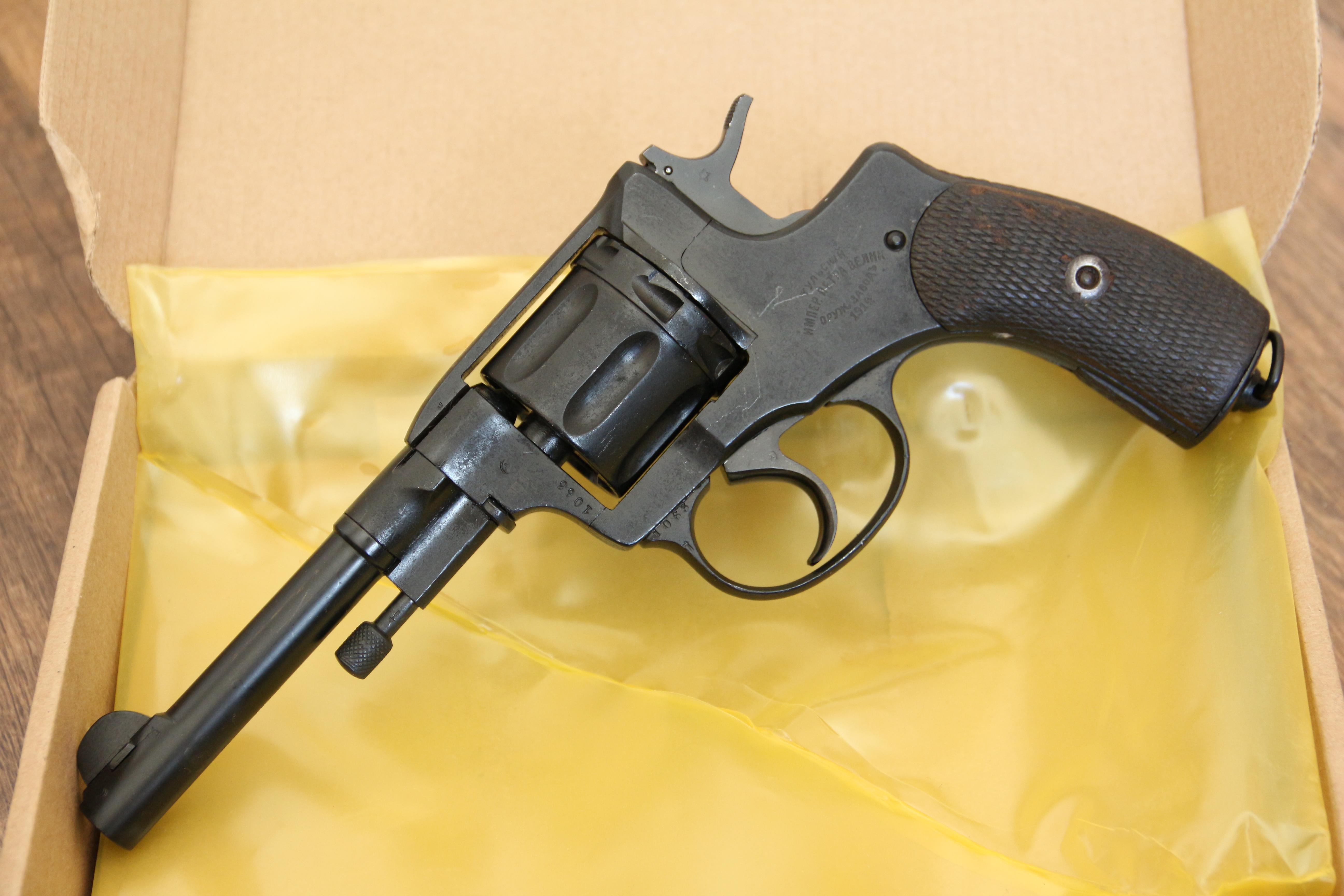 Фото Охолощенный царский револьвер Наган 1914 года, №1063, не шлифован
