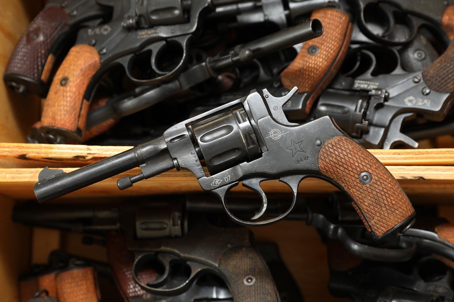 Фото Сигнальный револьвер Наган Блеф 1942 года №ИШ255