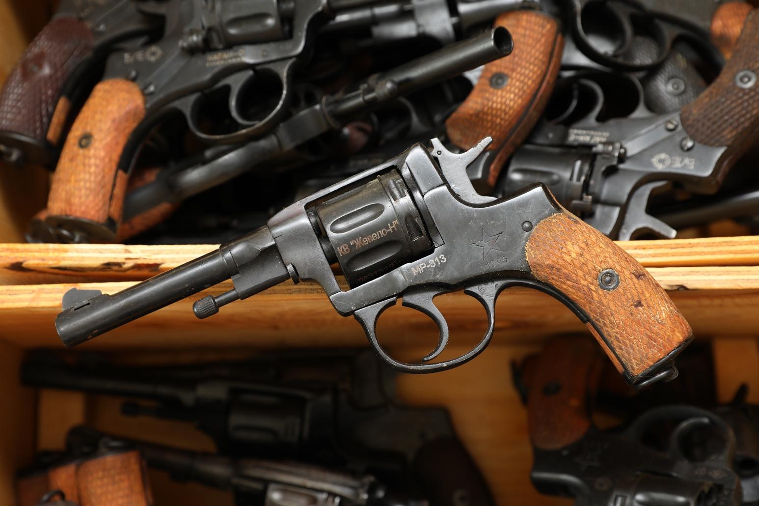 Фото Сигнальный револьвер Наган МР-313 1945 года №083131040