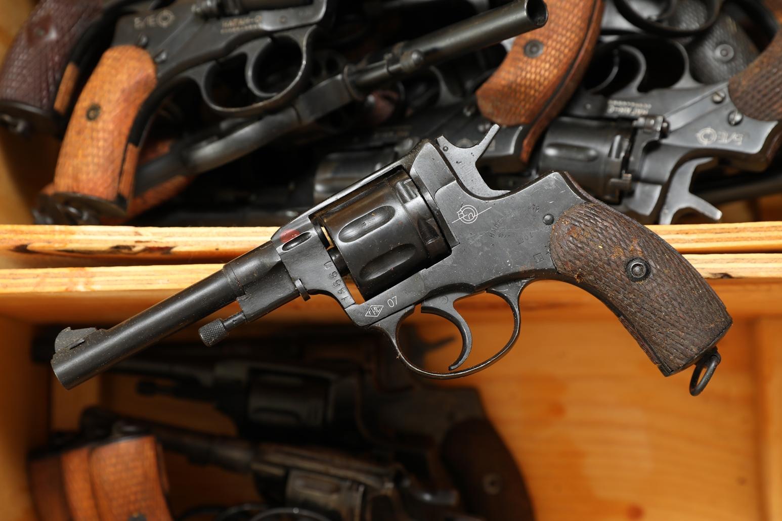 Фото Сигнальный револьвер Наган Блеф 1901 года №1836
