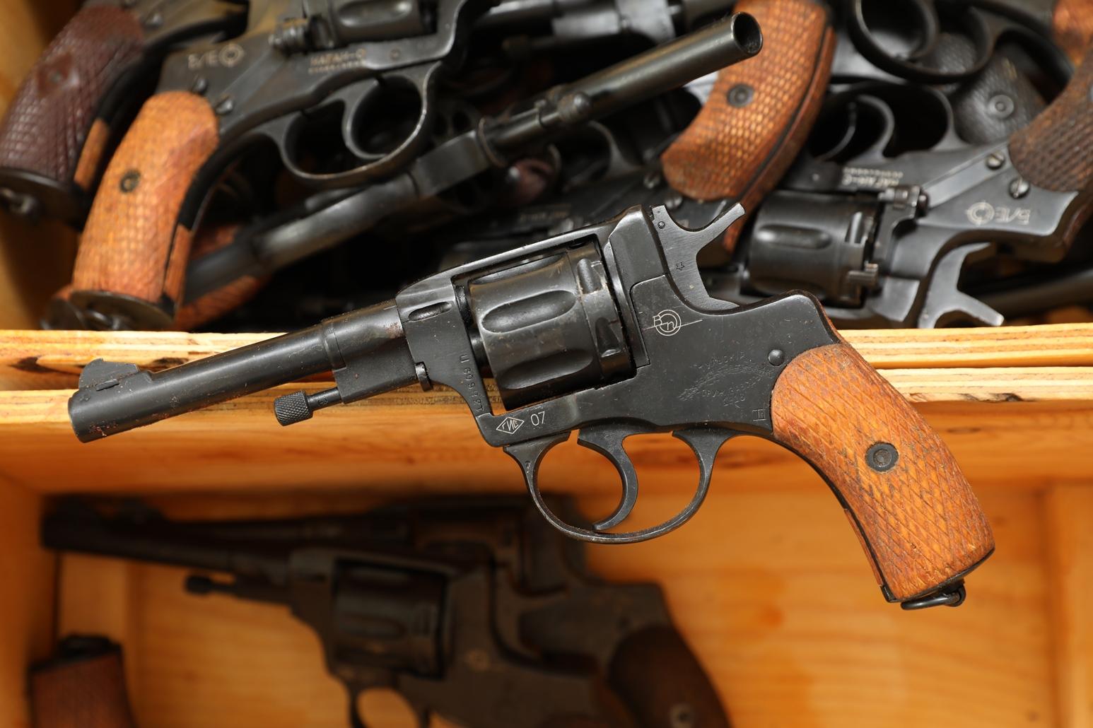 Фото Сигнальный револьвер Наган Блеф 1916 года №1380609