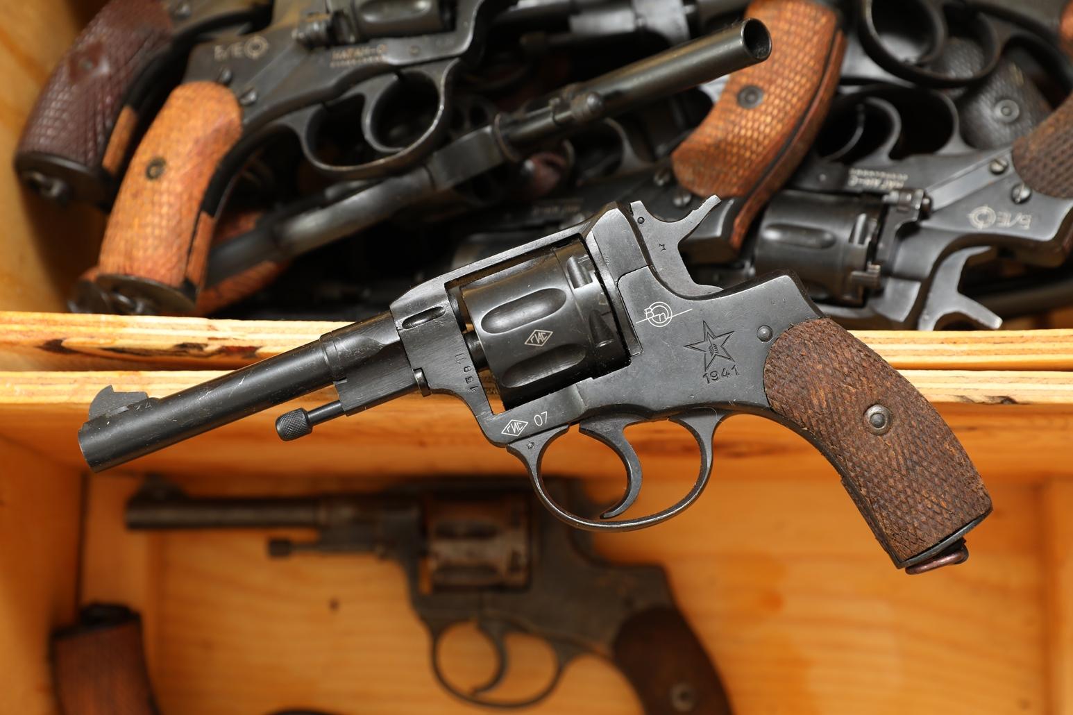 Фото Сигнальный револьвер Наган Блеф 1941 года №156