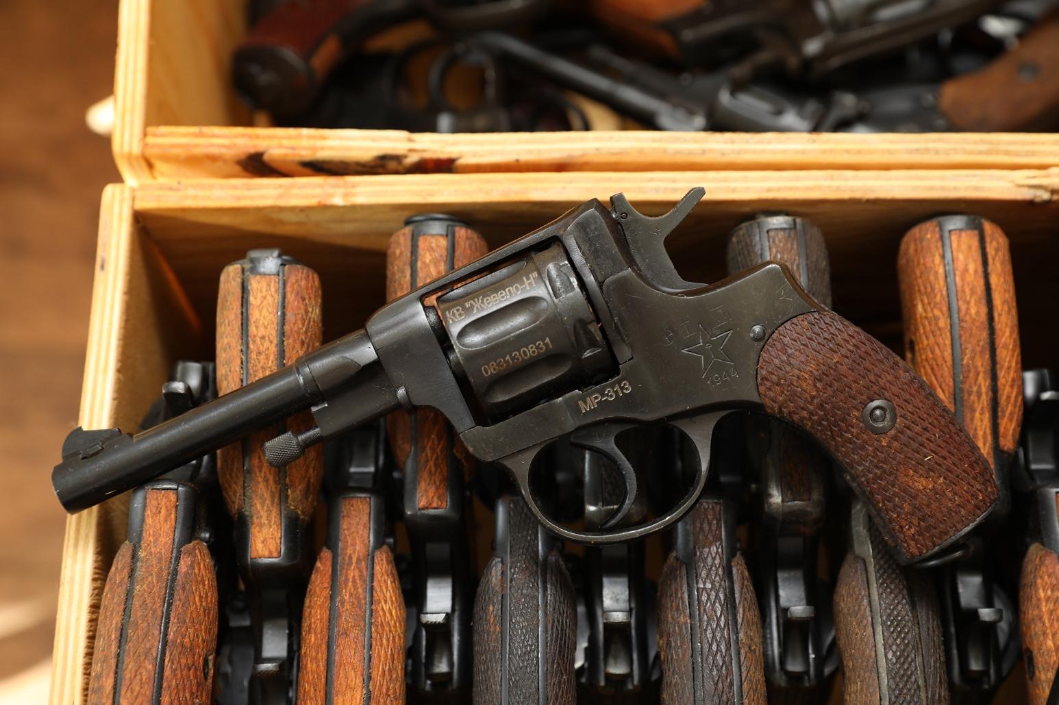 Фото Сигнальный револьвер Наган МР-313 1944 года №083130831