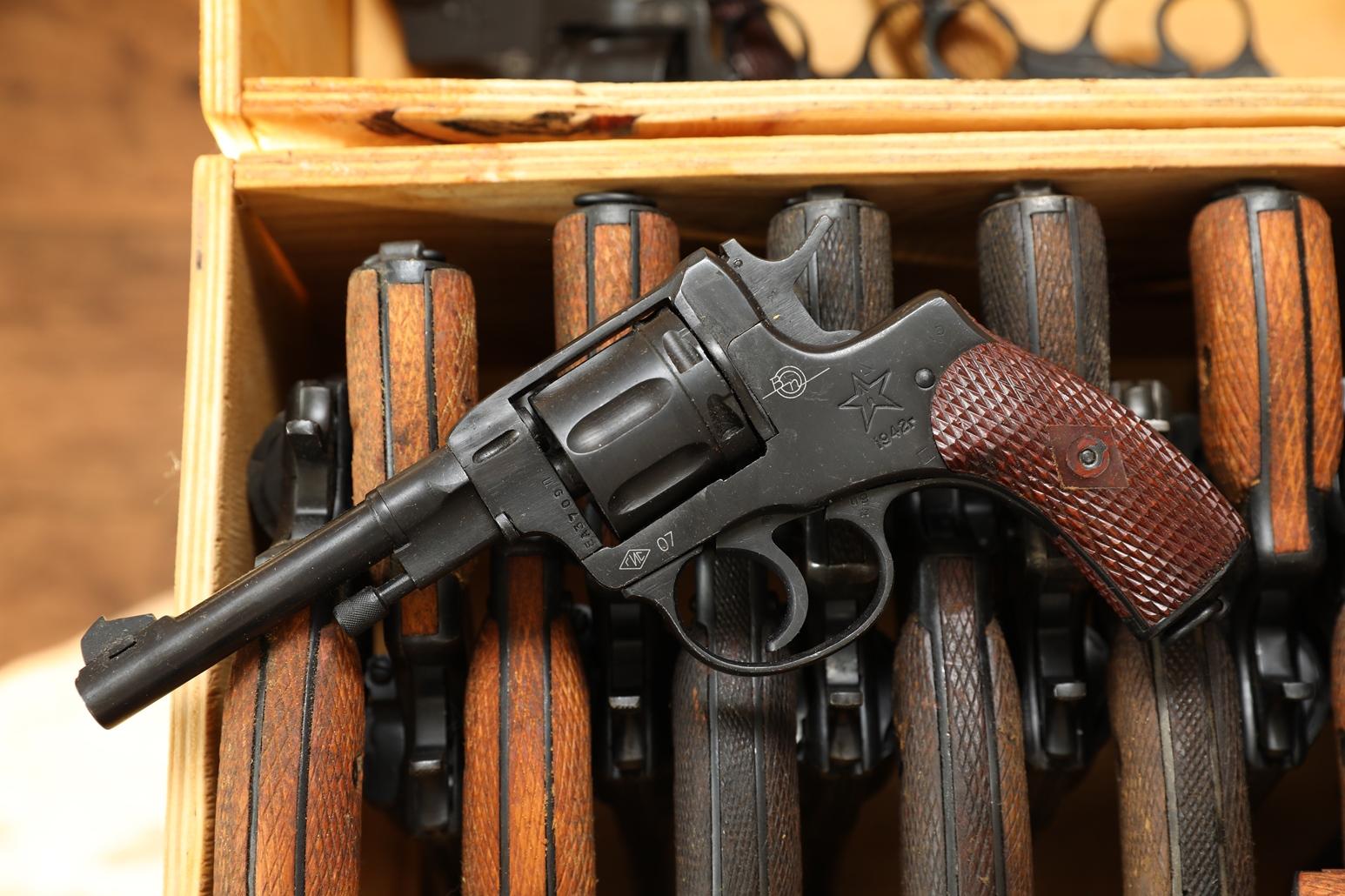 Фото Сигнальный револьвер Наган Блеф 1942 года №ЕА3709