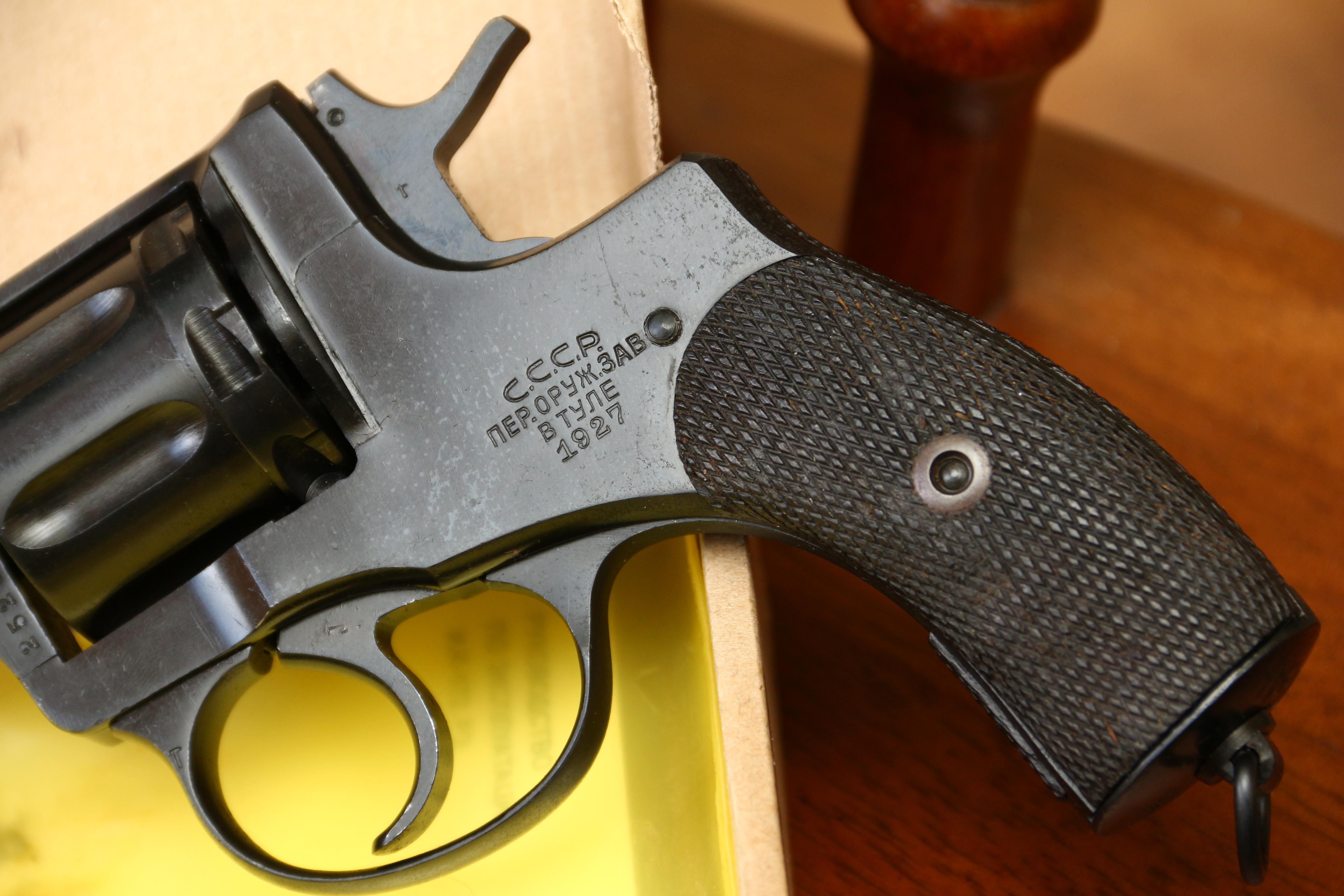 Фото Охолощенный револьвер Наган 1927 год, №25231, в родне