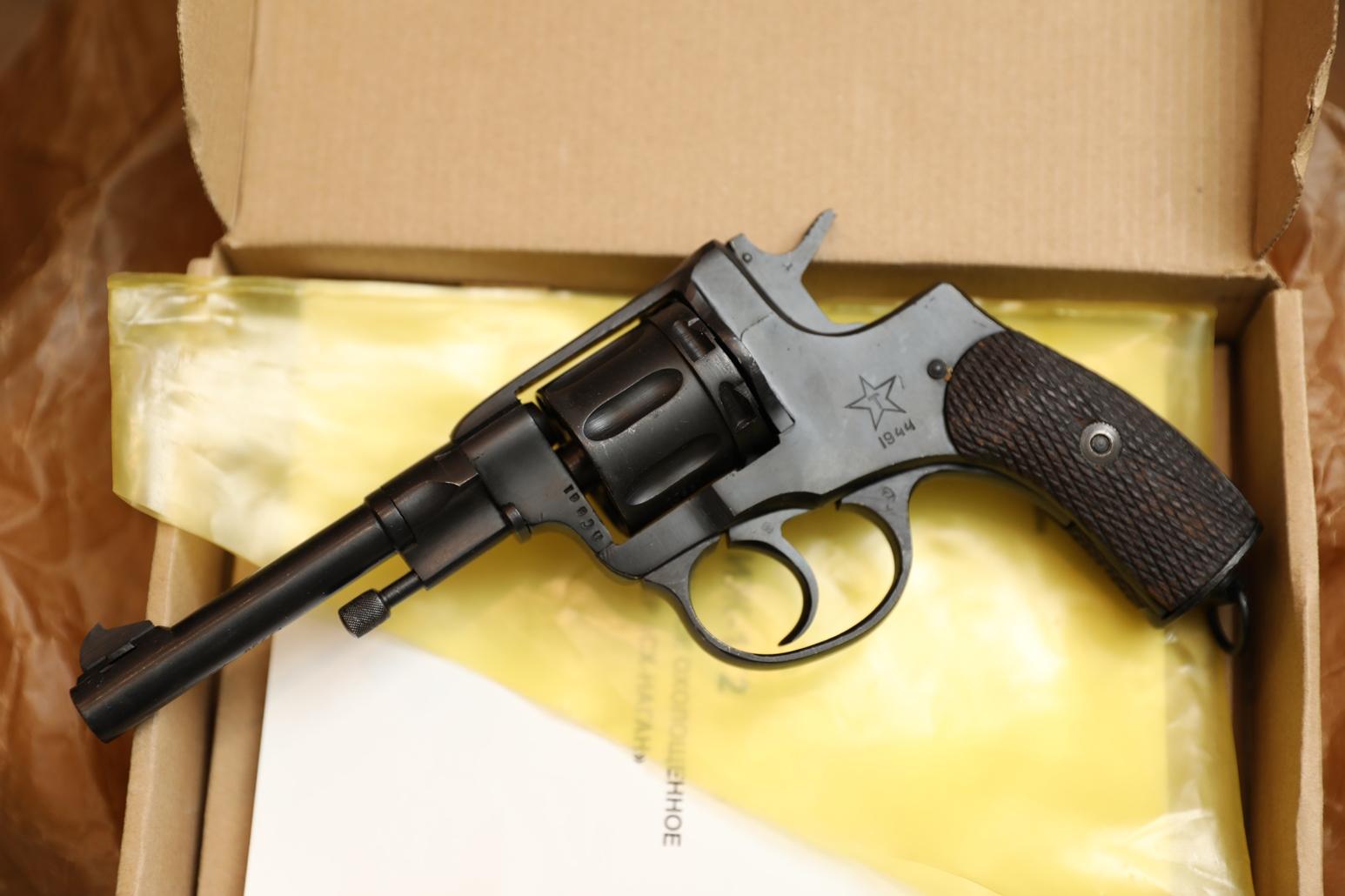 Фото Охолощенный револьвер Наган 1944 года №ЛС661