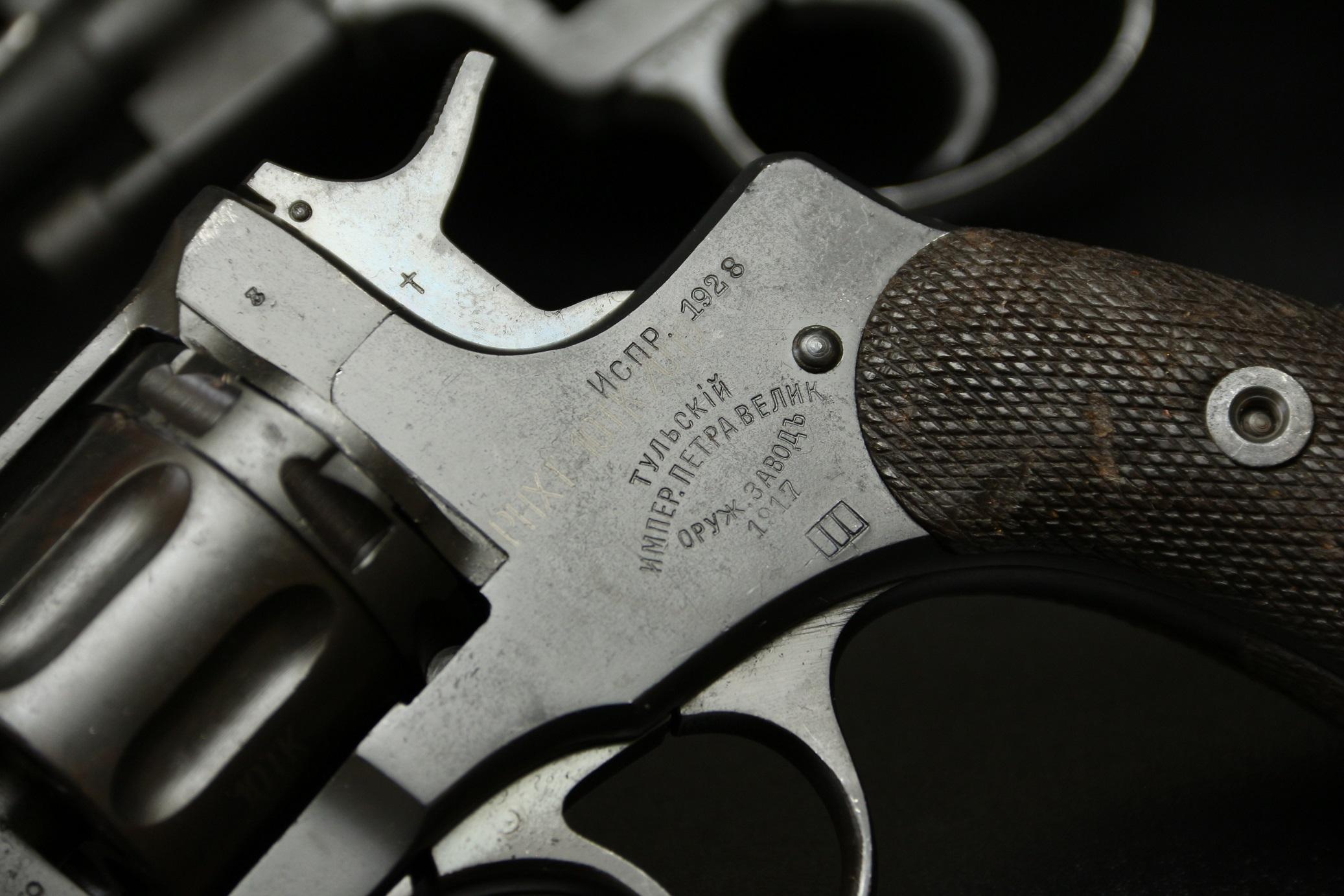 Охолощенный револьвер Наган 1917 года №42826, революция, интересный