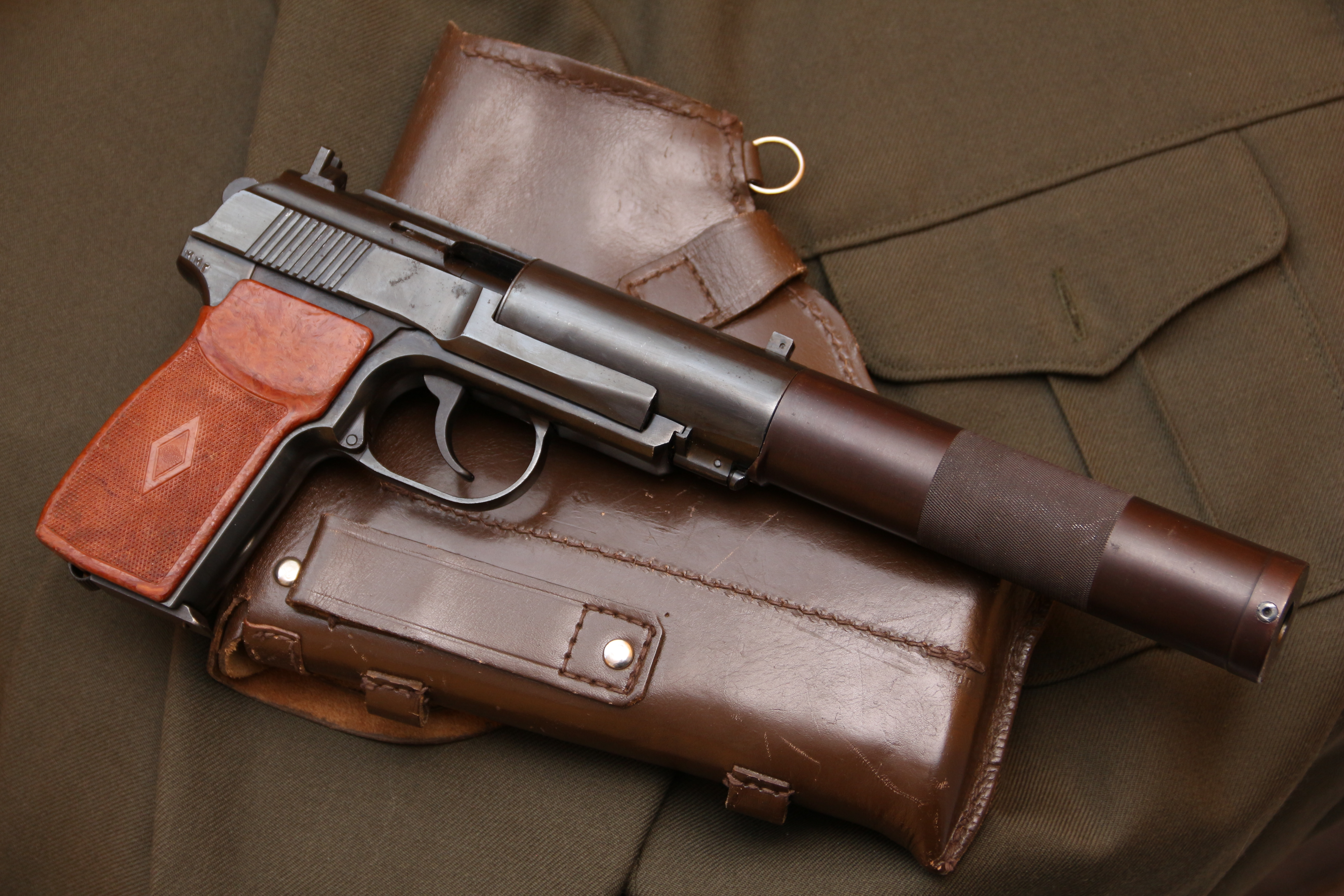 Фото Советский бесшумный пистолет ПБ 6п9 №А173И, выпуск начала 1980-го года