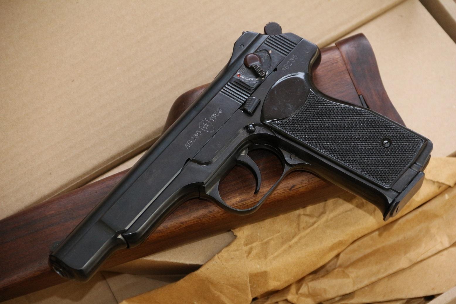 Охолощенный пистолет Стечкина 1953 год, №ЛВ235, коллекционное состояние