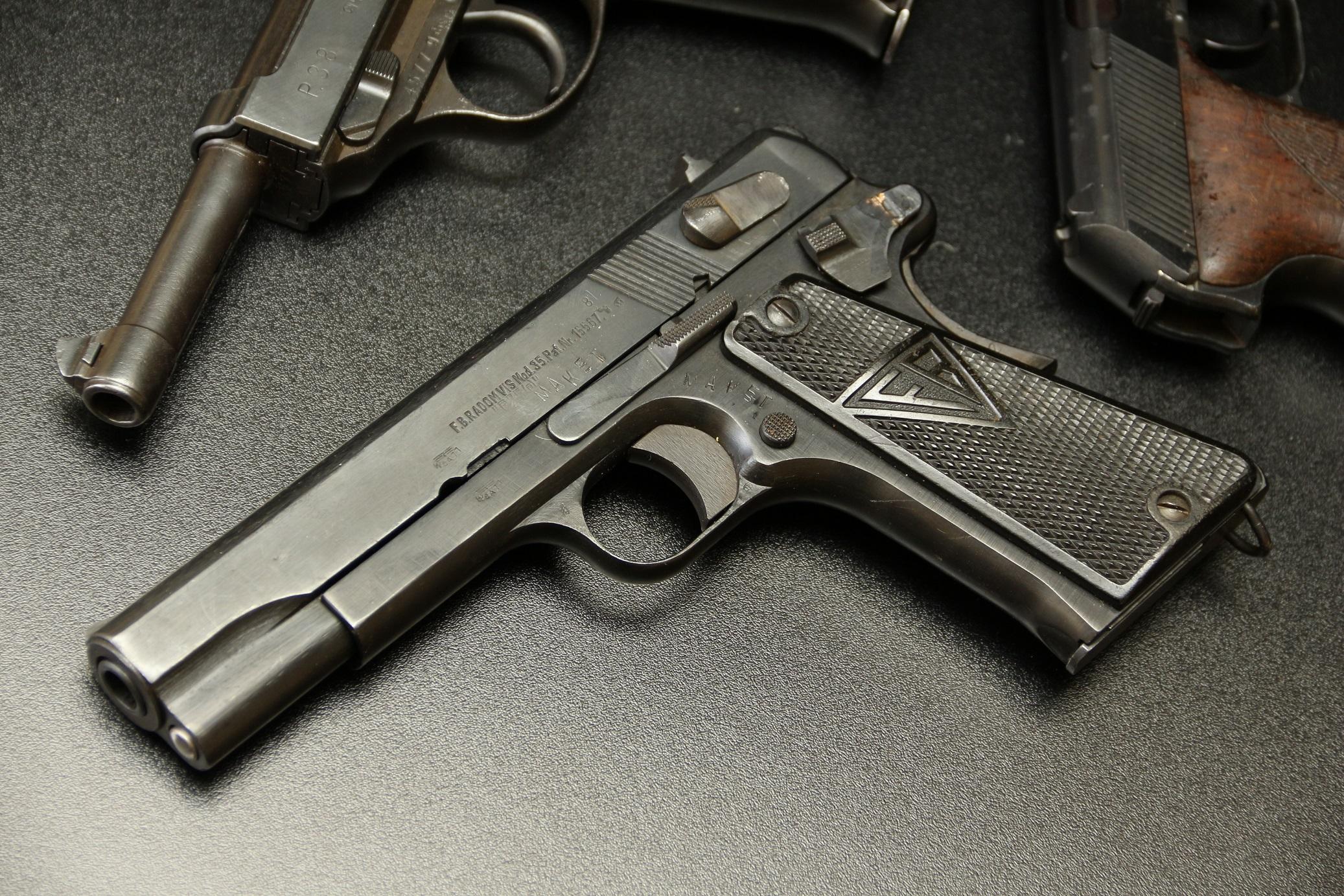 Фото Польский пистолет VIS 35 Radom №М5327, немецкая военная приемка