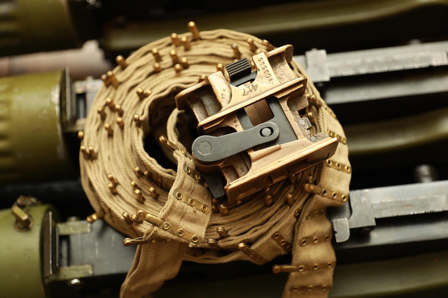 Фото Бронзовый лентоприемник к пулемету Максим на 1920-е годы, №103535